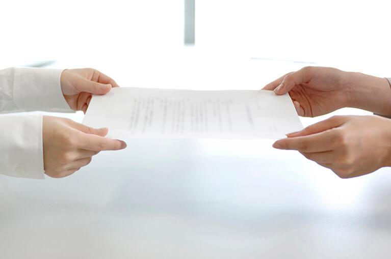 契約書の作成代行やリーガルチェックを行います